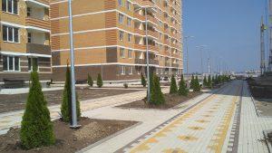 Проведение работ по благоустройству территории жилого комплекса