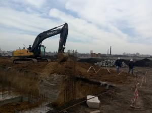 Продолжаются работы по заливке фундамента - дом №6