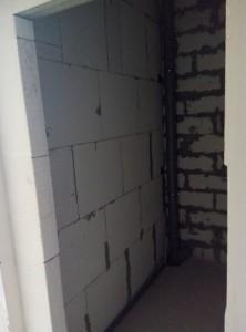 Проводятся работы по монтажу систем отопления, водоснабжения и канализации.